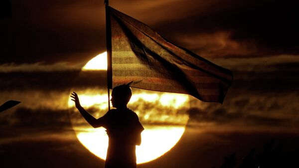 Мальчик с флагом США