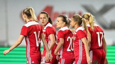 Футболистки сборной России во время матча с Мальтой.
