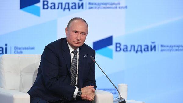 Президент РФ Владимир Путин выступает на пленарной сессии XVIII ежегодного заседания Международного дискуссионного клуба Валдай