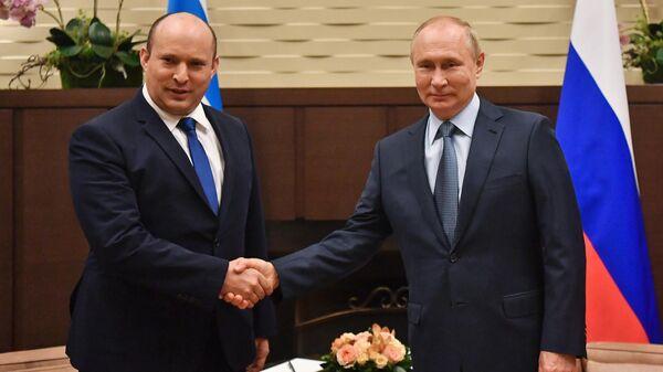 Президент РФ Владимир Путин и премьер-министром Израиля Нафтали Беннет во время встречи в Сочи