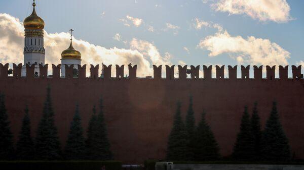 Последствия падения строительных лесов у стен Кремля на Красной площади