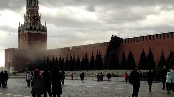Ураган в Москве: повалены деревья и строительные леса