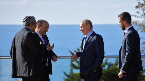Президент РФ Владимир Путин и премьер-министр Израиля Нафтали Беннет во время встречи в Сочи