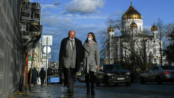 Люди на улице в Москве