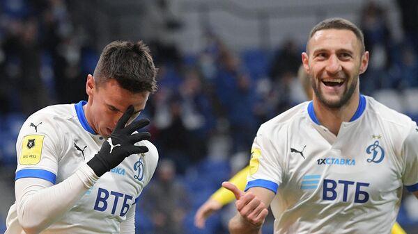Игроки Динамо радуются забитому голу. Слева направо: Никола Моро и Иван Ордец