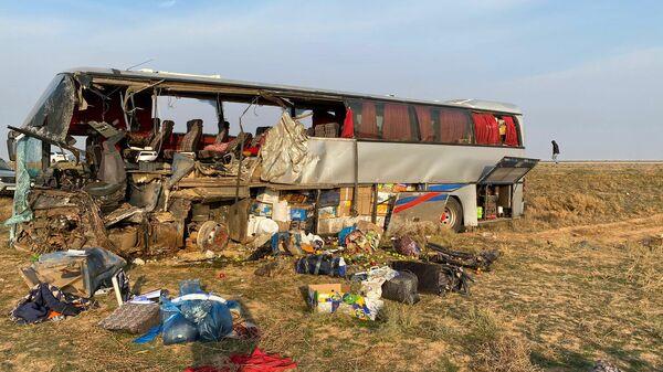 Место ДТП с пассажирским автобусом в Калмыкии