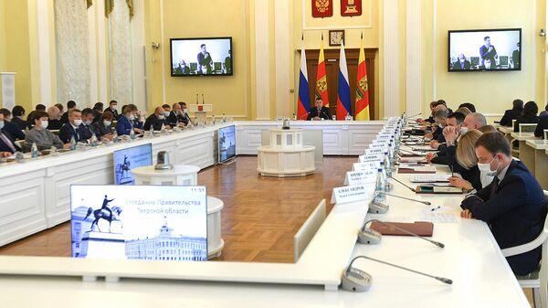 Губернатор Тверской области Игорь Руденя на заседании Правительства