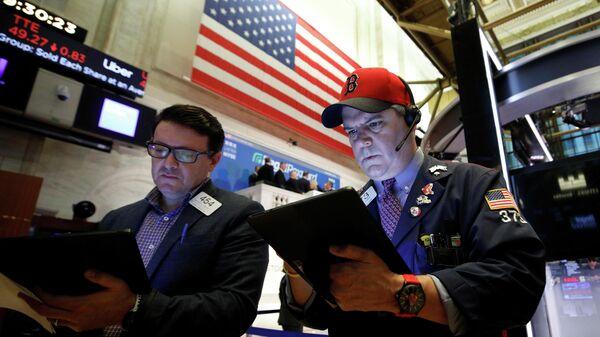 Трейдеры в зале Нью-Йоркской фондовой биржи