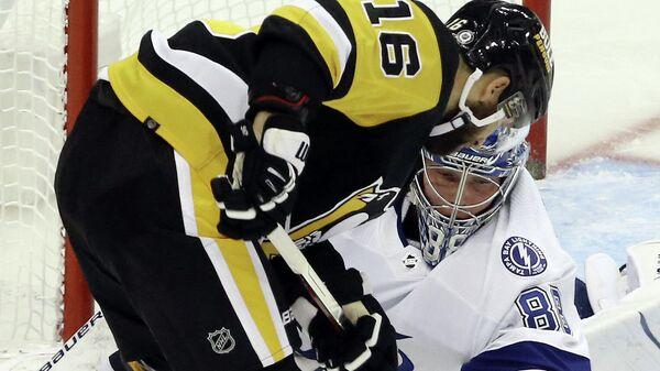 Игровой момент матча НХЛ Тампа Бэй Лайтнинг - Питтсбург Пингвинз