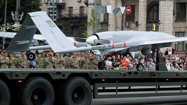 Боевой дрон Bayraktar турецкого производства на военном параде в Киеве