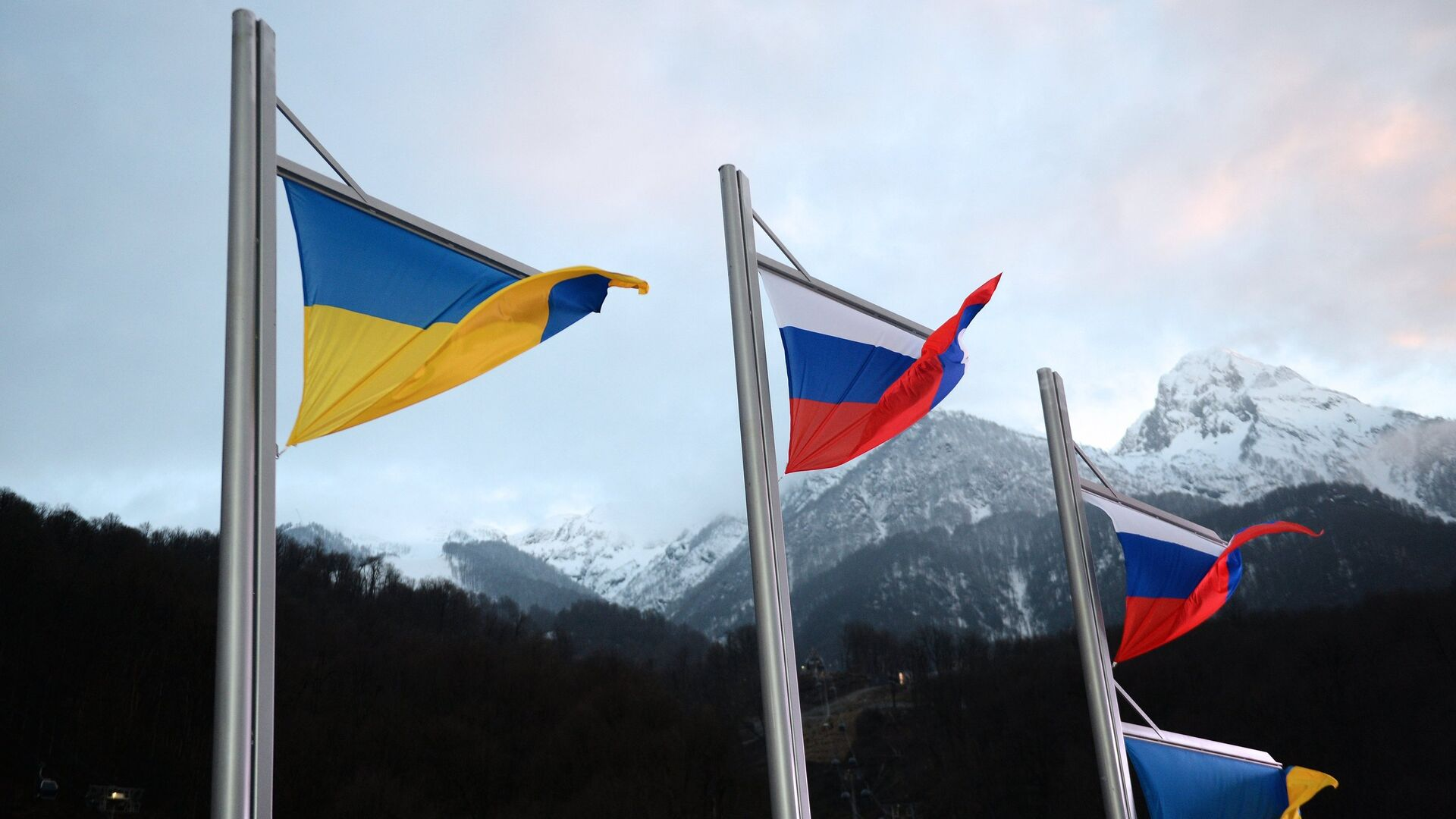 Национальные флаги Украины и России - РИА Новости, 1920, 17.09.2021