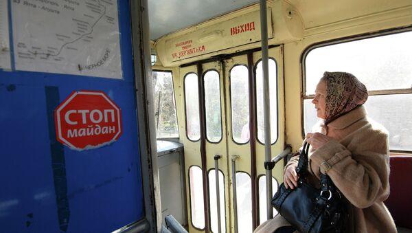 Пассажирка троллейбуса в Симферополе. Архивное фото