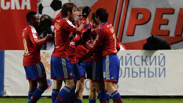 Футболисты ЦСКА радуются голу