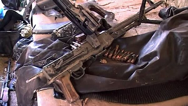 Оружие и боеприпасы, найденные на месте проведения контртеррористической операции у частного дома в Буйнакске. Фото с места события