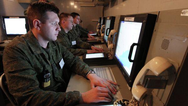 Военнослужащие в пункте боевого управления