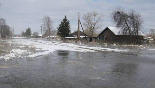 Подтопление деревни в Колпашевском районе Томской области. Архивное фото