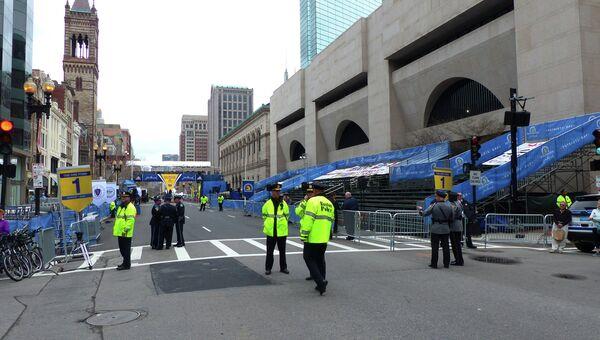 Сотрудники полиции Бостона в день годовщины теракта на международном марафоне. Архивное фото