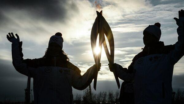 Фотография из серии Олимпийский огонь  из окон россиян, завоевавшей серебряную медаль в категории Люди в новостных репортажах на China International Press Photo Contest (CHIPP) - ежегодном фотоконкурсе, организованным Китайским обществом фотожурналистов