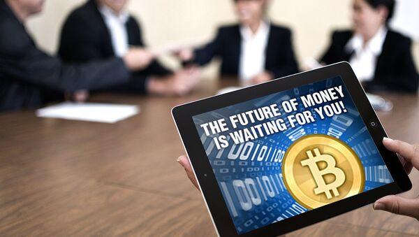Электронная валюта биткоин (bitcoin). Архивное фото
