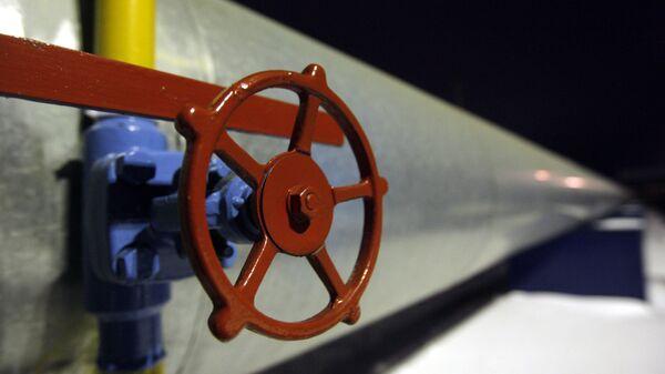 Труба с вентилем на газоизмерительной станции