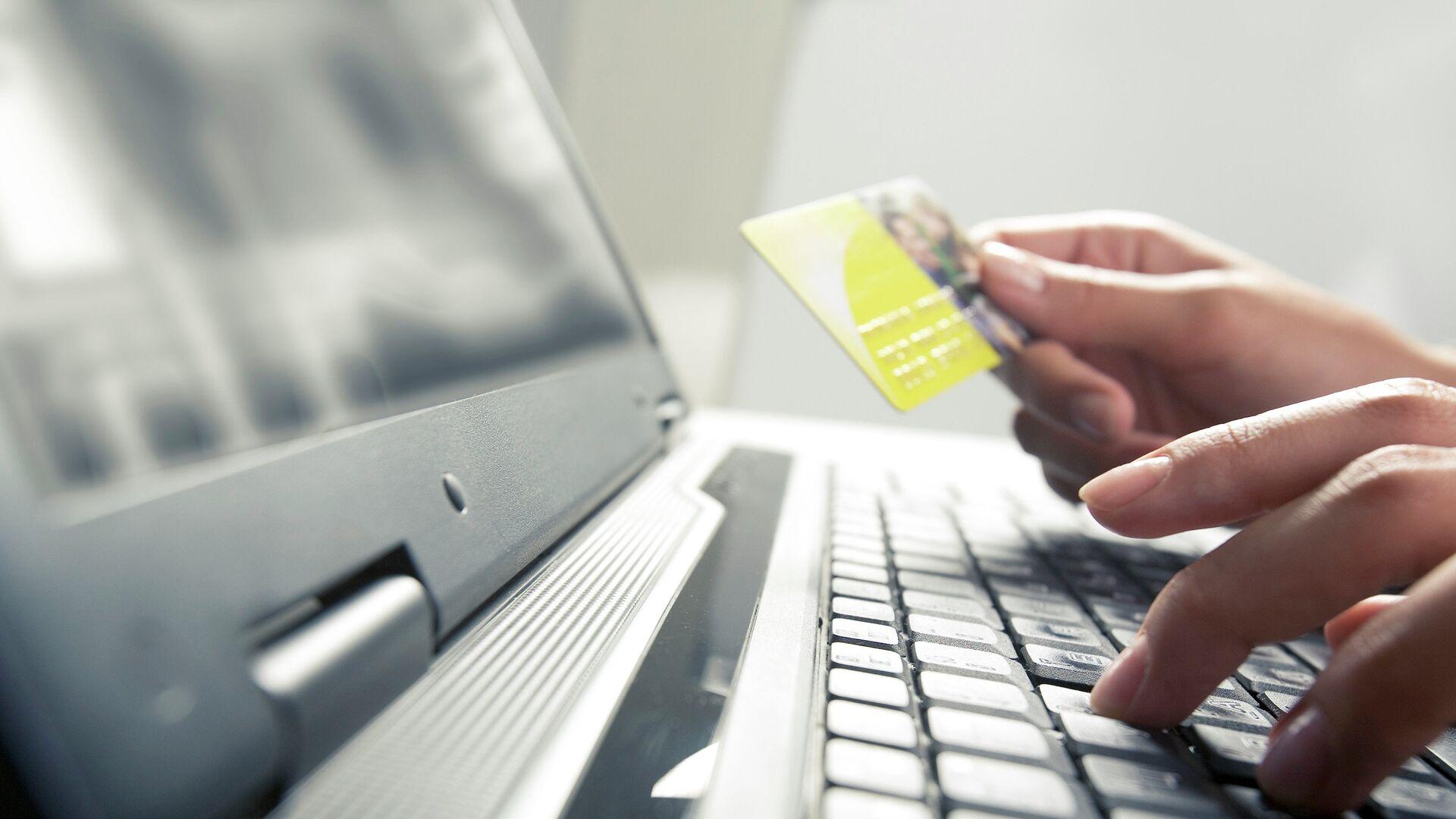 Покупка в интернете с помощью кредитной карты - РИА Новости, 1920, 20.09.2021