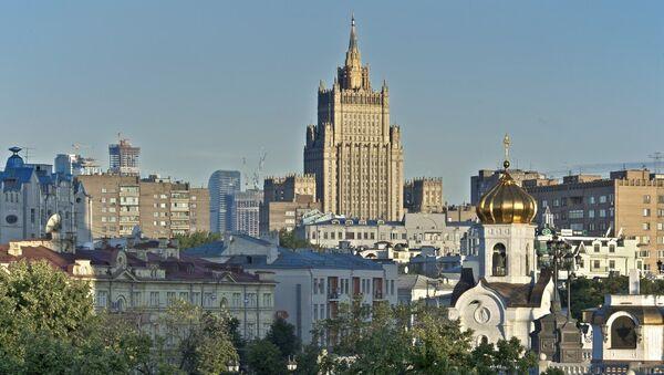 Вид с Патриаршего моста на здание МИД РФ в Москве. Архивное фото