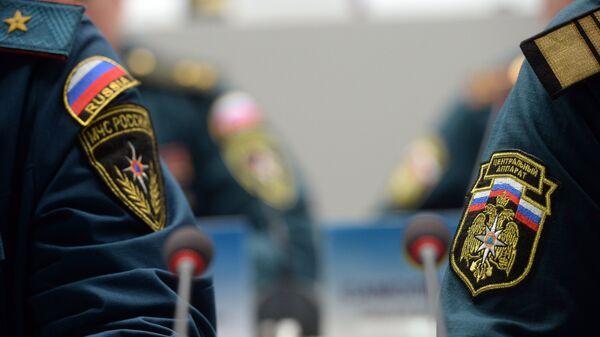 Нашивки на форме сотрудников МЧС во время селекторного совещания. Архивное фото