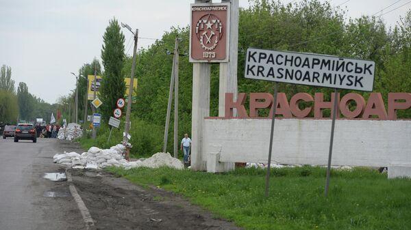 Разрушенный блокпост сторонников федерализации у въезда в город Красноармейск. Архивное фото