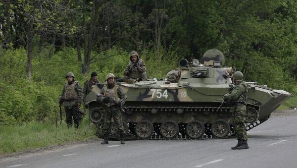 Украинские военные между Краматорском и Славянском. Архивное фото
