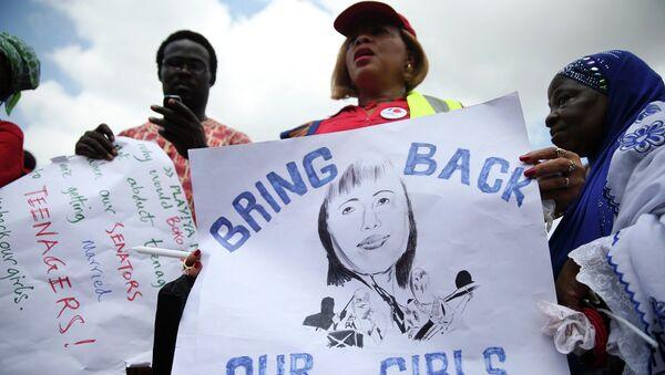 Участница акции требует освобождения похищенных в Нигерии школьниц. Архивное фото