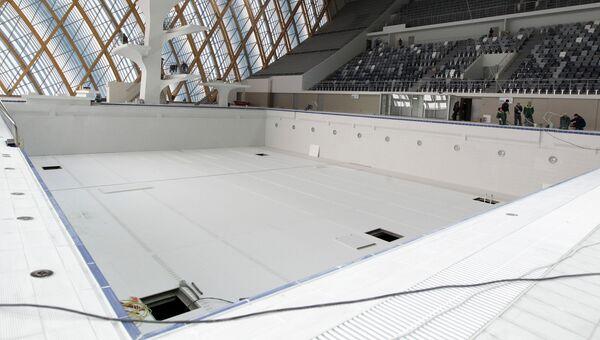 Строительство спортивных объектов. Бассейн. Архивное фото.