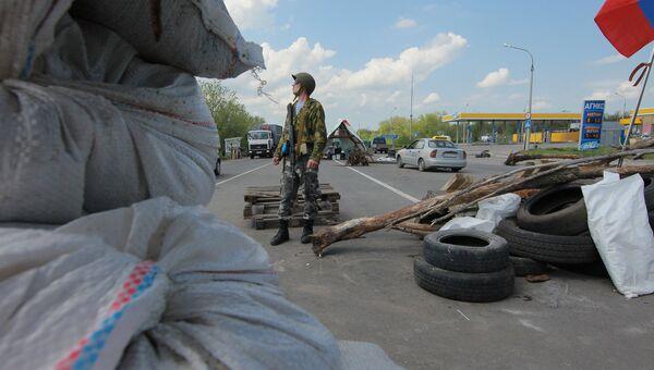 Блокпост при въезде в Луганск. Архивное фото