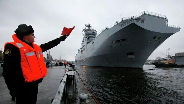 Военный корабль-вертолетоносец класса Мистраль. Архивное фото