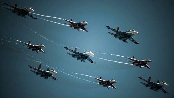 Истребители МиГ-29 пилотажной группы Стрижи и Су-27 пилотажной группы Русские витязи