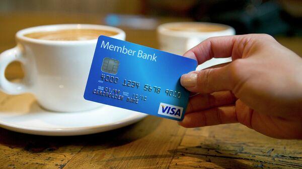 Карточка платежной системы Visa. Архивное фото