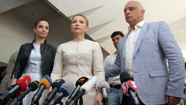 Юлия Тимошенко на одном из избирательных участков в Киеве