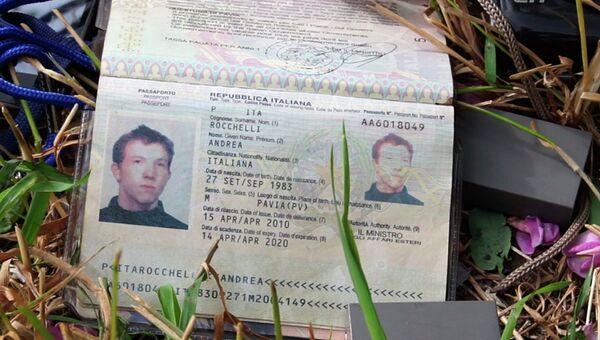 Паспорт убитого на Украине итальянского журналиста Андреа Роккелли. Архивное фото