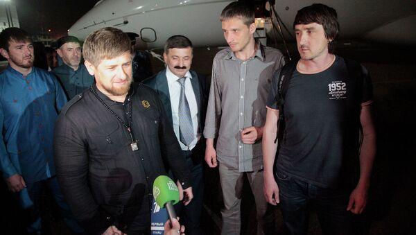 Рамзан Кадыров и освобожденные журналисты LifeNews Олег Сидякин и Марат Сайченко