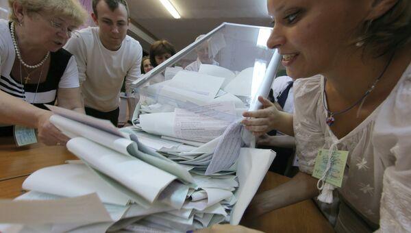 Подсчет голосов на внеочередных выборах президента Украины. Архивное фото