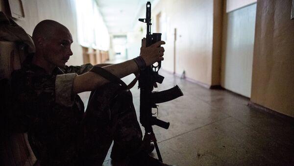 Боец ополчения в Донецкой области, архивное фото