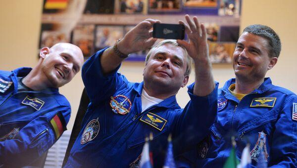 Члены основного экипажа 40/41-й длительной экспедиции на Международную космическую станцию астронавт ЕКА Александр Герст, космонавт Роскосмоса Максим Сураев и астронавт НАСА Рид Вайзман. Архивное фото