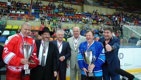 Еврейский клуб Менора сыграл вничью с легендами хоккея СССР