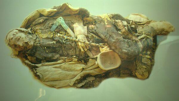 Мужчина в одежде XI века до н.э. - Синцьзян-Уйгурский автономный район Кирая