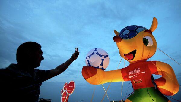 Талисман Чемпионата мира по футболу 2014 в Бразилии броненосец Фулеко