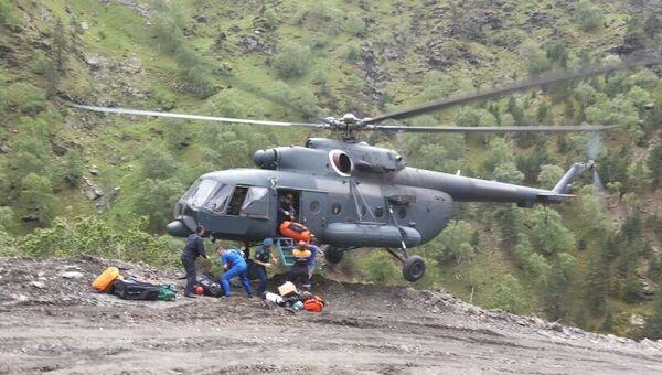 Работа спасателей на месте ДТП в Дагестане
