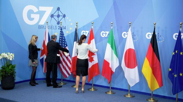 Флаги стран - участниц G7, архивное фото