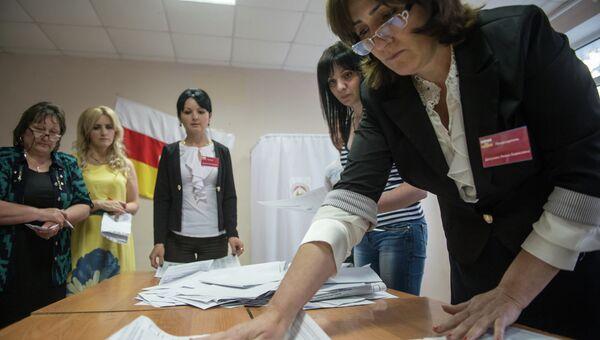 Подсчет голосов на парламентских выборах в Южной Осетии. Архивное фото