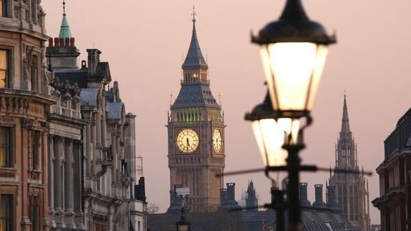 Вид на Биг-Бен с Трафальгарской площади, Лондон. Архивное фото