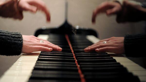 Урок игры на фортепиано. Архивное фото