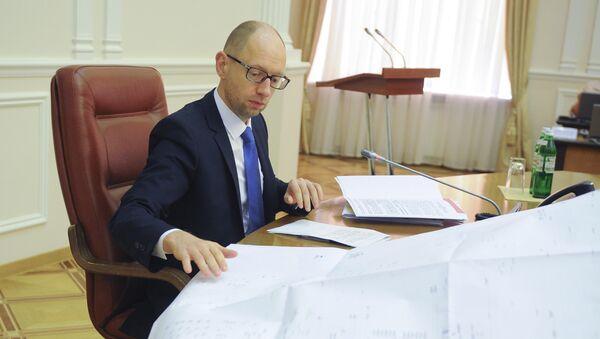 Премьер-министр Украины Арсений Яценюк на заседании правительства. 18 июня 2014